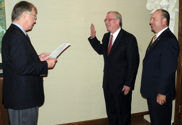 Steve Keith gets sworn in