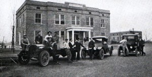 Photo: Students with cars at Holt Hall in 1923. Courtesy of Southern Arkansas University Archives, Magnolia, Arkansas.