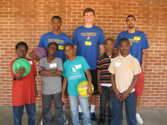 Student Athletes volunteer in elementary school classroom