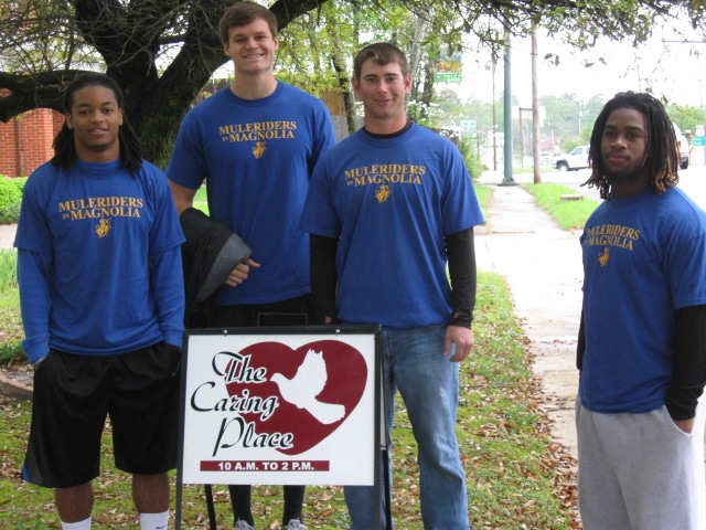 "Muleriders in Magnolia – Athletes help the ""Caring Place"""