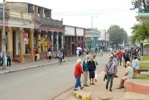 cuba-street-scene-by-stephen-ochs